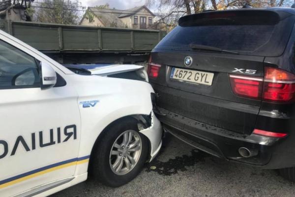 На Буковині сталася ДТП за участі службового авто поліцейських (Фото)