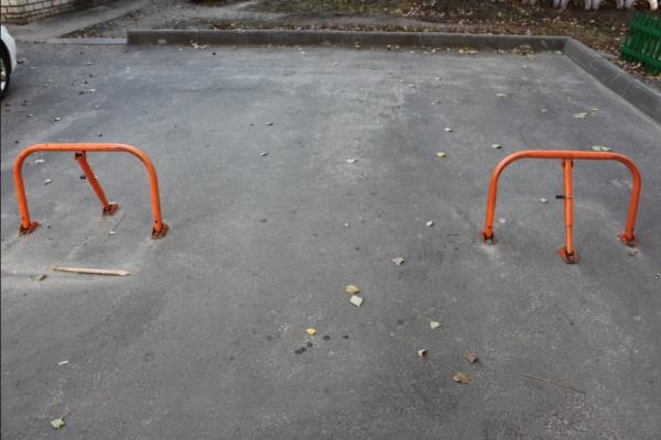 Чернівчани хочуть ліквідувати самовільне захоплення паркомісць у дворах