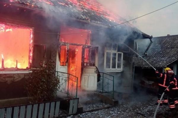 На Буковині відновлюють згорілий будинок багатодітній родині