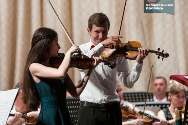 Юна скрипалька з Чернівців отримала президентську стипендію