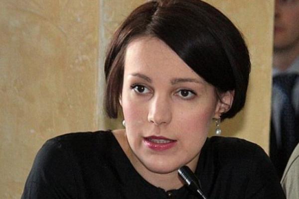 Соня Кошкіна у Чернівцях розповіла, куди ведуть «кролячі нори» української влади