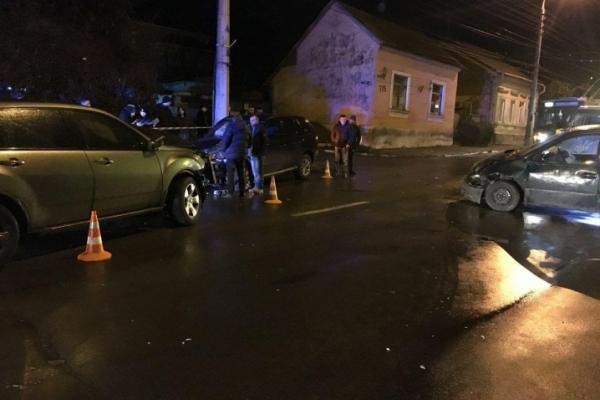 Масштабна ДТП у Чернівцях – зіткнулися три автівки