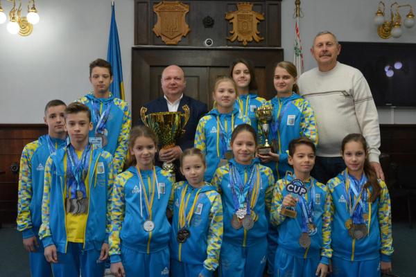 Юних плавців Буковини нагородили у Ратуші (Фото)
