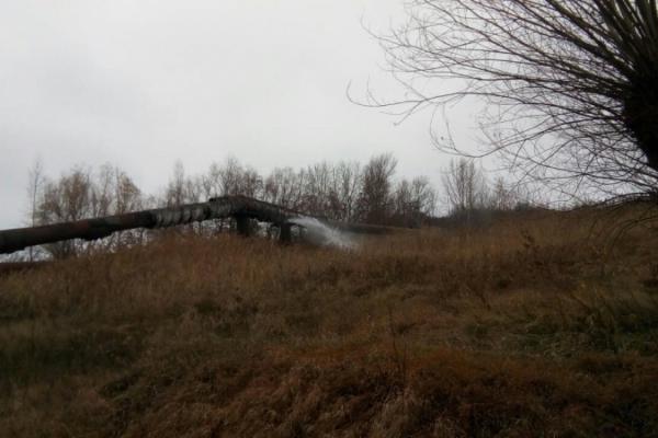 «Чернівціводоканал» ліквідовує наслідки аварії на водогоні в селі Біла (Фото)
