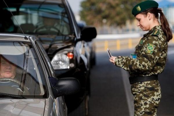 Буковинцям на замітку: хто має право зупиняти авто під час воєнного стану?