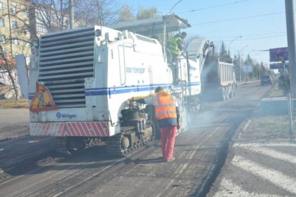 У Чернівцях продовжують ремонтувати дороги: перелік вулиць (Фото)