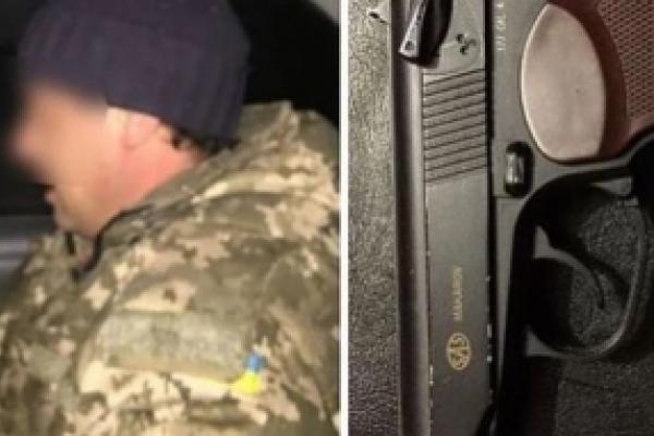 На Буковині нетверезий чоловік збрехав поліцейським про те, що у нього вкрали пістолет