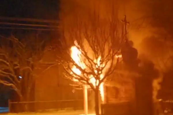 На Буковині горіла капличка (Відео)