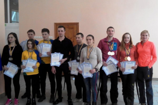 Буковинські педагоги-туристи стали абсолютними чемпіонами України з лижного туризму