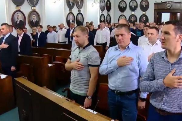 Чернівчани вимагають позачергових виборів до міської ради