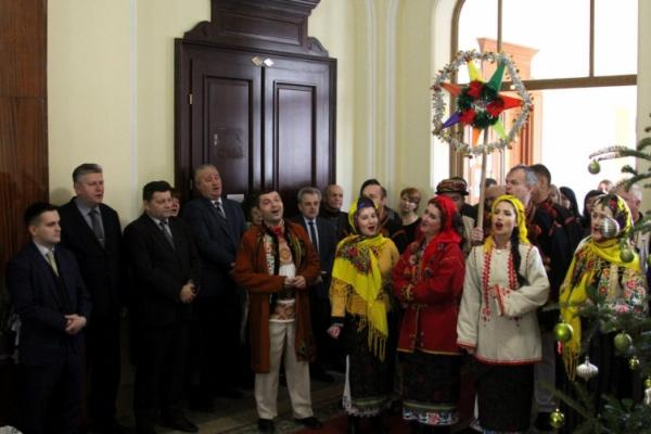 До обласної державної адміністрації Чернівців завітала коляда