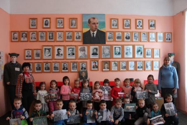 Дошкільнятам Кіцманщини розповіли про Степана Бандеру