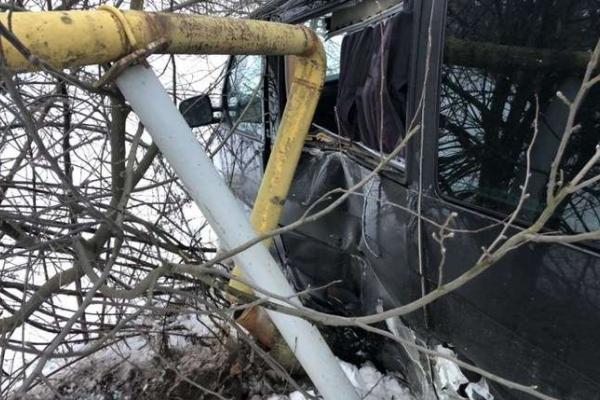 Буковинський «євробляхер» напідпитку злетів з мосту, пошкодив газопровід та втік з місця ДТП (Фото)