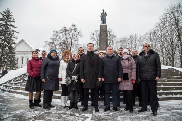 Валентин Наливайченко розпочав президентську кампанію на Тарасовій горі в Каневі