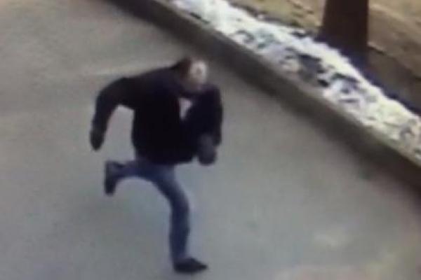 На Буковині розшукують злочинця, який пограбував працівника магазину (Фото)