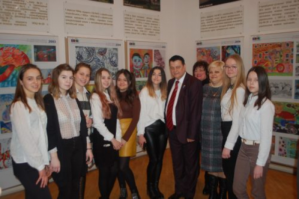 Виставку дитячих робіт, переможців Міжнародної дитячої виставки-конкурсу «Лідице» відкрили у Чернівцях (Фото)