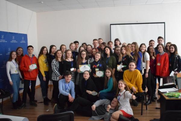 Для буковинської молоді провели освітній проект «ЗНОбачення: Майстерня підготовки до ЗНО»