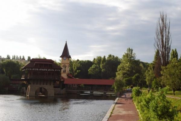 Чернівчани проти забудови у парку «Жовтневий»