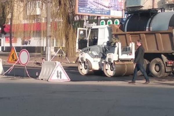 Як у Чернівцях кладуть асфальт? (Фото, відео)