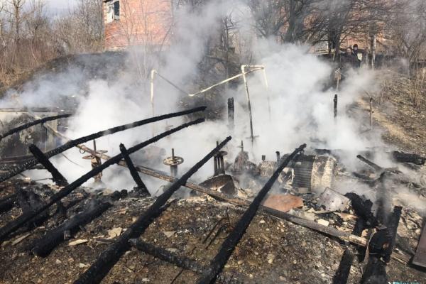 Буковинці палили суху траву, а спалили насосну станцію (Фото)
