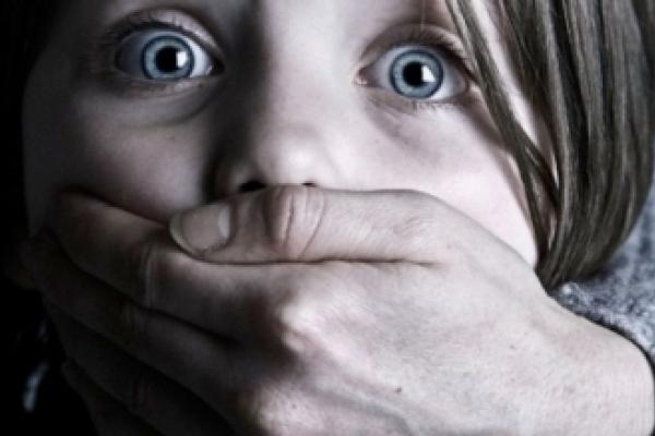 Дівчинка-підліток з Буковини народила від рідного батька (Відео)