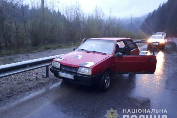 Буковина: поліція впіймала нетверезого водія на викраденому авто (Фото)