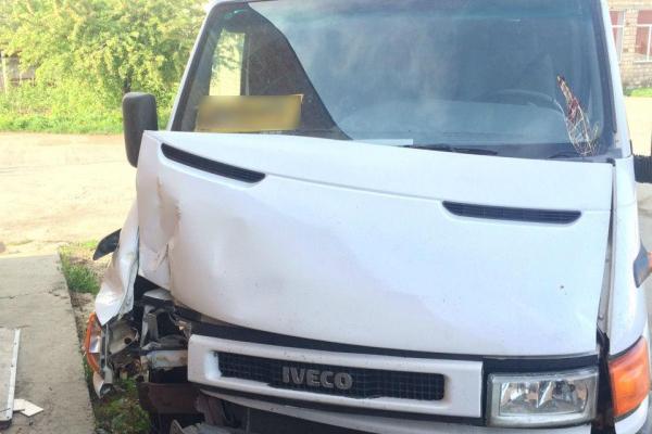 На Буковині чоловік вкрав та розбив мікроавтобус