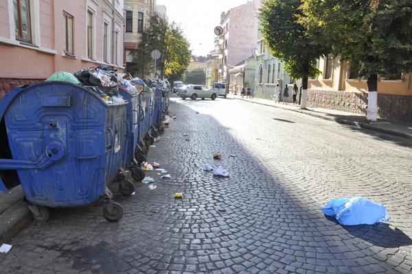 У Чернівцях приберуть та вивезуть сміття?