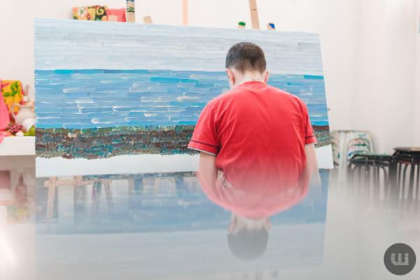 Хлопчик з аутизмом, картини якого «живуть» по всій Європі (фото)