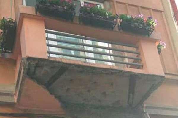 У Чернівцях обвалився балкон (фото)