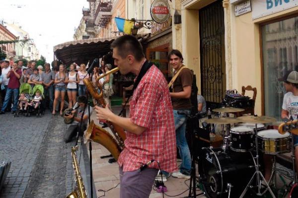 У Чернівцях музиканти вийдуть на вулицю