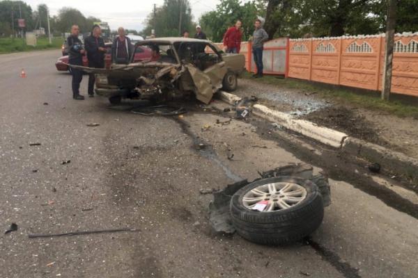 Жахлива ДТП поблизу Чернівців. Є постраждалі (фото)