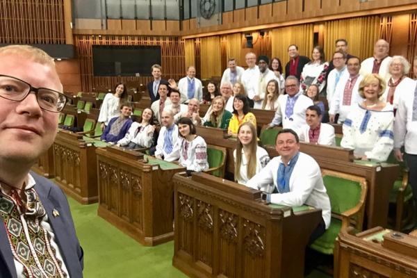 Всесвітній День вишиванки: у Канаді депутати прийшли в українському національному вбранні у парламент
