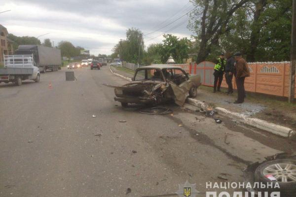 У жахливій ДТП на Новоселиччині постраждали двоє людей (фото)