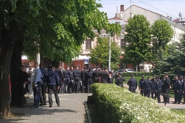 Поліція перекрила центр Чернівців, - ЗМІ