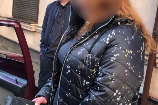 У Чернівцях впіймали кишенькову крадійку (Фото)
