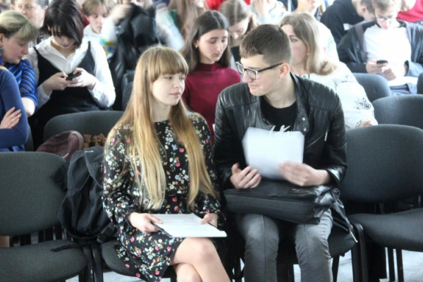 Буковинські старшокласники змагалися у конкурсі учнівських творів-есе
