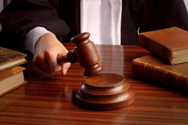 У Чернівцях засудили неповнолітнього хлопця за розбій