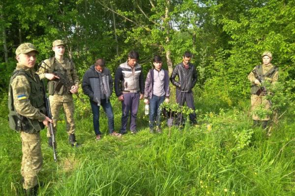 У пошуках щастя: чотирьох пакистанців затримали на буковинському кордоні