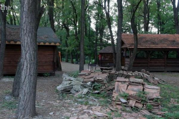 У Чернівцях хочуть назавжди позбутися генделика «Халабуда» у парку «Жовтневий»