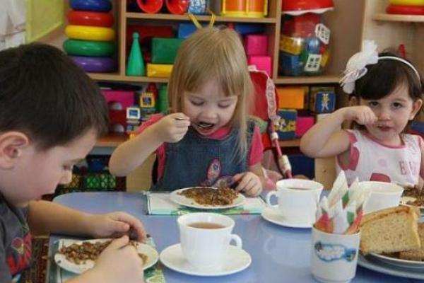 Підприємець з Чернівців травив діток у садочках небезпечним маслом