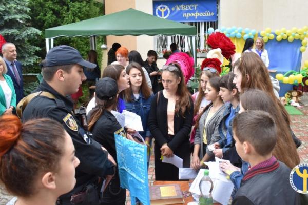 На Глибоччині участь у профорієнтаційній толоці взяли 400 учнів