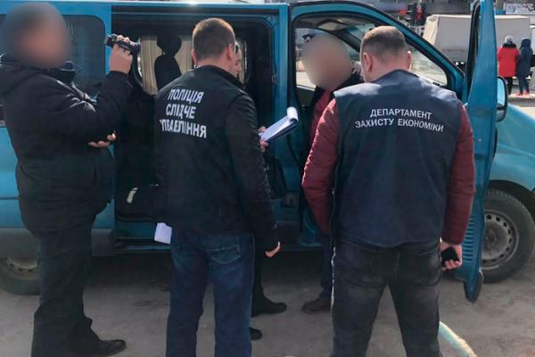 Викладач з Чернівців, який допомагав відкосити від армії, відбувся штрафом
