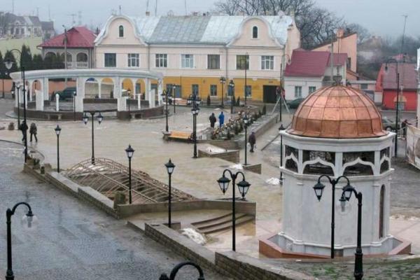 Фонтан на площі Пресвятої Марії у Чернівцях не ремонтуватимуть