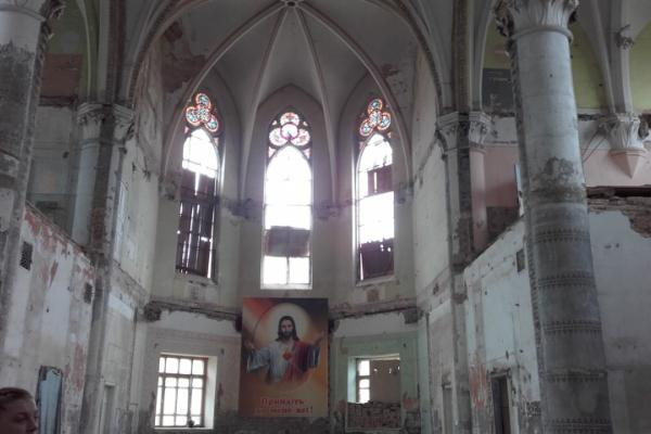 Як старовинний єзуїтський храм у Чернівцях  об'єднує людей різних віросповідань (відео)