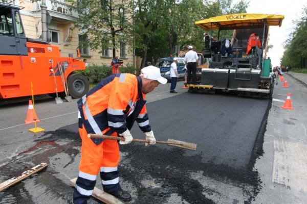 У Чернівцях активно латають дороги (відео)