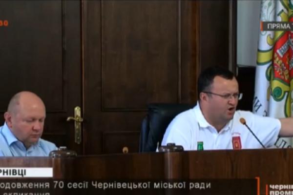 Під час сесії міськради мер Чернівців поскандалив з кандидатом у нардепи (відео)