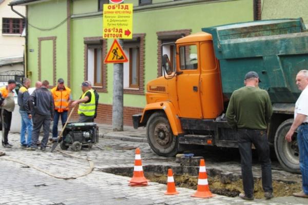 Замість бруківки - асфальт. Вулицю Руську капітально ремонтують (відео)