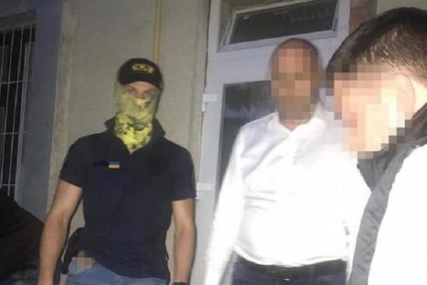 За ухилення від армії знайомого підполковник поліції хотів підкупити військового комісара