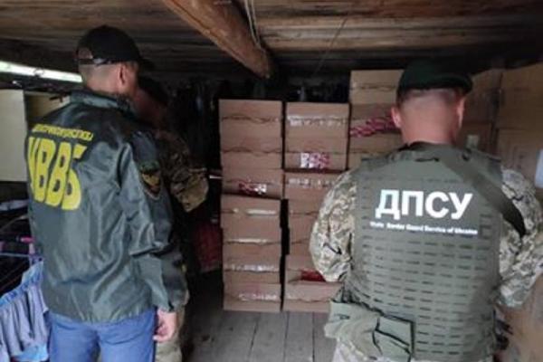 У будинку буковинця виявили мільйонну контрабанду